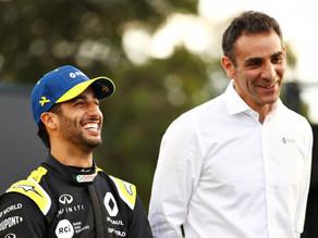 """""""Ele escolhe o tamanho e eu o design"""": Ricciardo aposta tatuagem com chefe de equipe da Renault"""