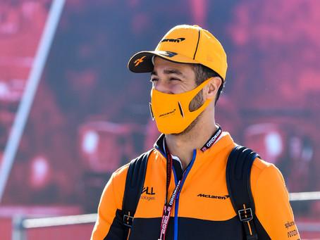 Daniel Ricciardo revela design escolhido para tatuagem de Cyril Abiteboul
