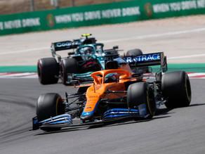 Sete posições ganhas, pit-stop de 4.8s e ultrapassagens: a corrida de recuperação de Ricciardo