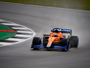 """Daniel Ricciardo pilota MCL35M pela primeira vez, em Silverstone: """"Tirando algumas teias de aranha"""""""