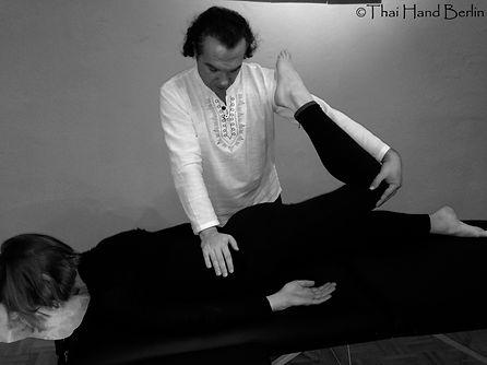 Liege Massage Kurs - Thai Stil Kurs Berlin mit Zertifikat weltweit annerkant