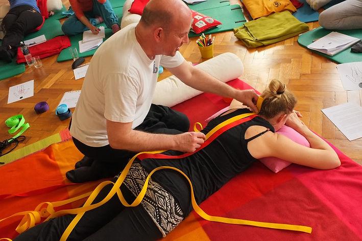 Yoga workshop Berlin ITM Thai Hand