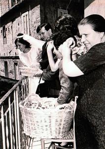 Ph: Marisa Pietrangelo. 31 luglio 1965 - Un amore infinito. Lei 15 anni e lui 22, li chiamavano gli eterni fidanzati. Clara Pietrangelo e Nicandro Oliva.