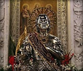 La_statua_di_San_Nicandro_in_sosta_su_Pi