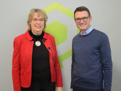 Bürgermeisterin von Uetersen, Andrea Hansen, und Lars Kobialka, Geschäftsführer mworks GmbH