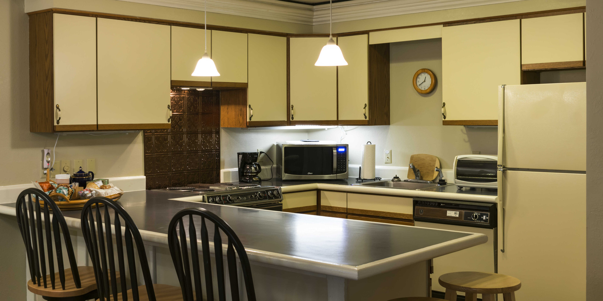 Full Kitchen Available in Greylock Suite