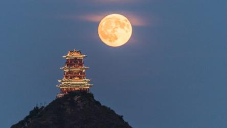 China planeja lançar uma 'lua artificial' para iluminar o céu noturno