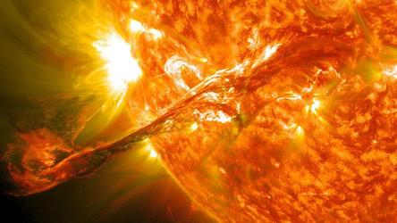 Maior explosão solar dos últimos 10 anos atinge o planeta Terra