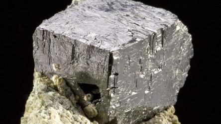 Novo Minério transforma luz solar, calor e movimento em energia elétrica
