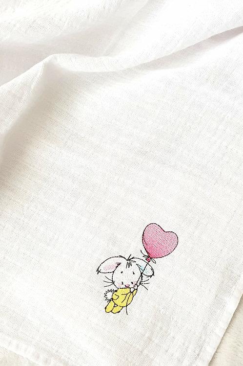 Hímzett textilpelenka - Nyuszi rózsaszín lufival