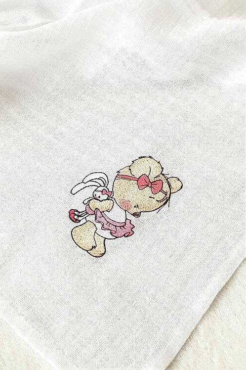 Hímzett textilpelenka - Maci lány nyuszival