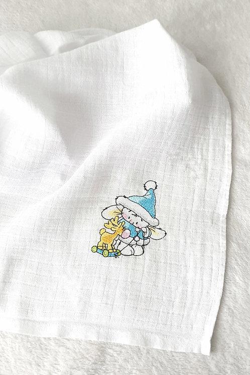 Hímzett textilpelenka - Nyuszi rénszarvassal (kék kabátban)