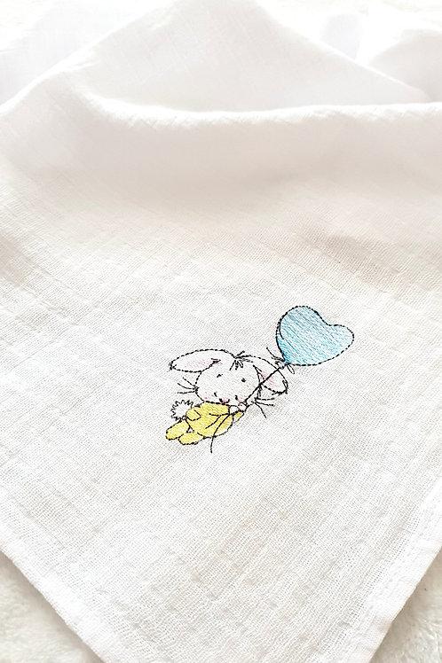 Hímzett textilpelenka - Nyuszi kék lufival