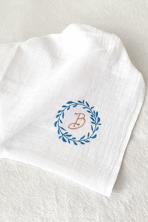 Hímzett textilpelenka - Monogram keretben