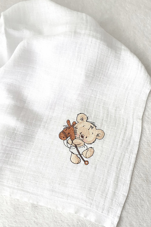 Hímzett textilpelenka - Maci játék lóval