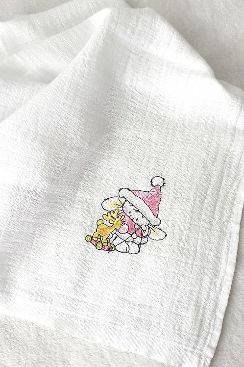 Hímzett textilpelenka - Nyuszi rénszarvassal (rózsaszín kabátban)