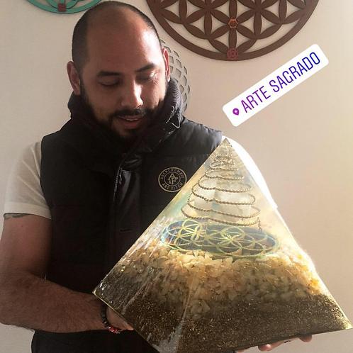Mega orgonita pirámide SEMILLA CRISTICA cuarzo citrino