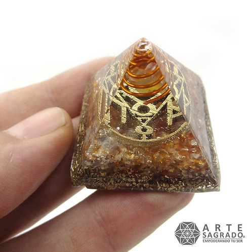 Mini orgonita pirámide TAURO cuarzo fluorita/cornalina roja