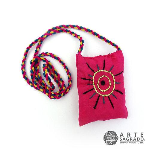 Collar saquito bordado con SALVIA BLANCA de Punta Chueca