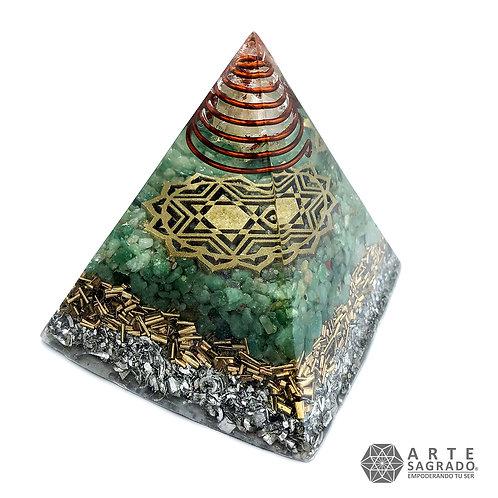 Orgonita pirámide CHAKRA CORAZÓN cuarzo verde