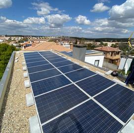 Instalación solar de un kit solar de conexión a red