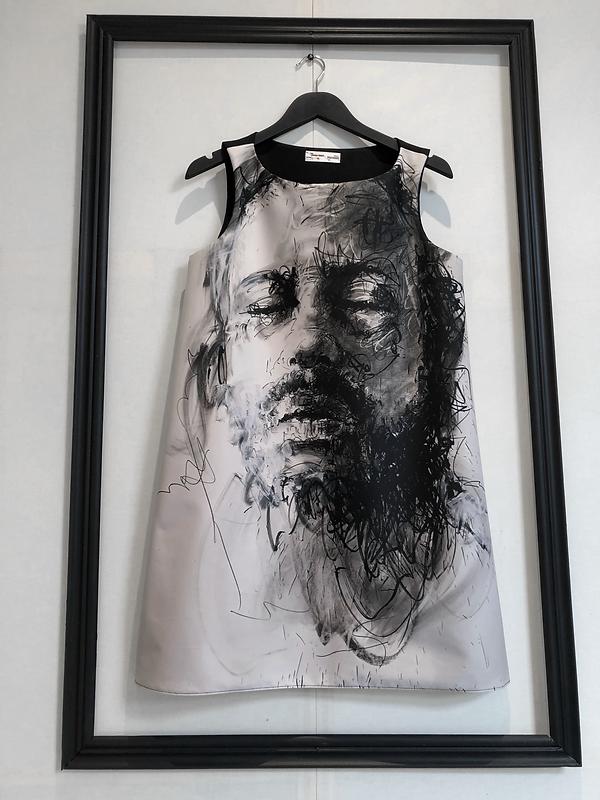 robe tableau autoportrait de Philippe PASQUA pièce unique éditée par Véronique FOURNIER Design / Juste une impression