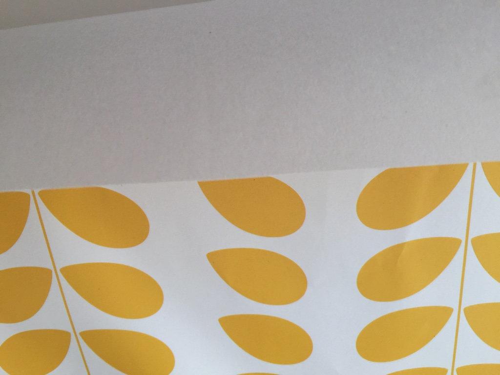Papier Peint Jaune Moutarde papier peint rétro/vintage pétales jaune moutarde inspiration orla kiely    juste-une-impression