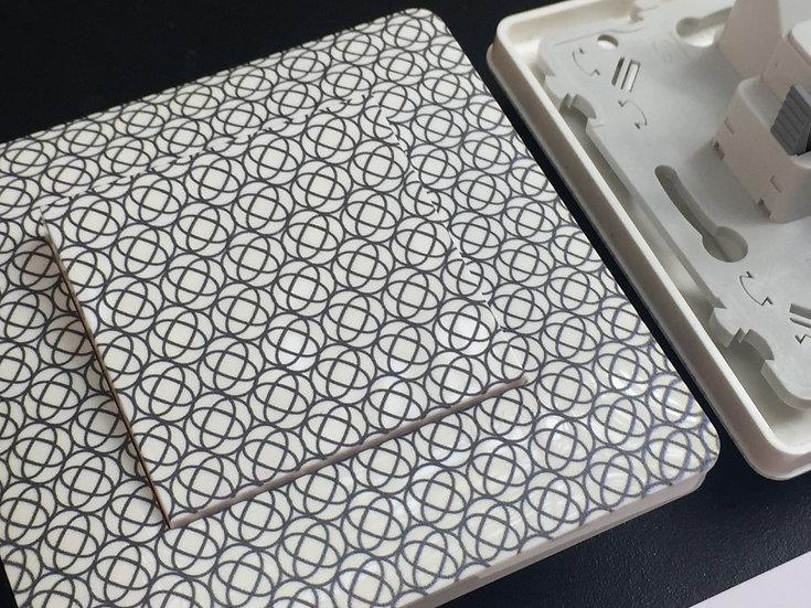Interrupteur motif rétro géométrique gris/fond blanc laqué