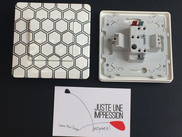 Interrupteur motif alvéoles noires/fond blanc laqué préservé