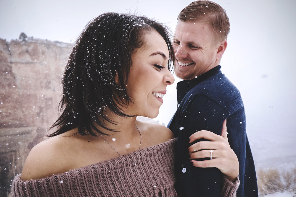 Snowy engagement pictures on the Colorado Monument