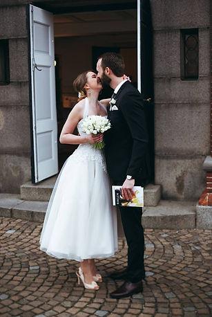 Skrædder Lise Oxvang forandre brudekjoler og selskabskjoler, samt skræddersyer kjoler til store begivenheder