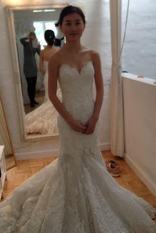 Lise Oxvang forandre brudekjoler og skræddersyer kjoler til store begivenheder