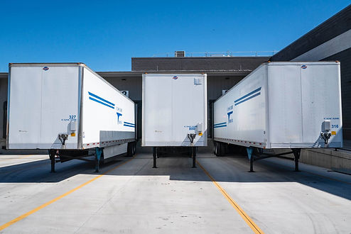 Trailer tracking devices and trailer tracking