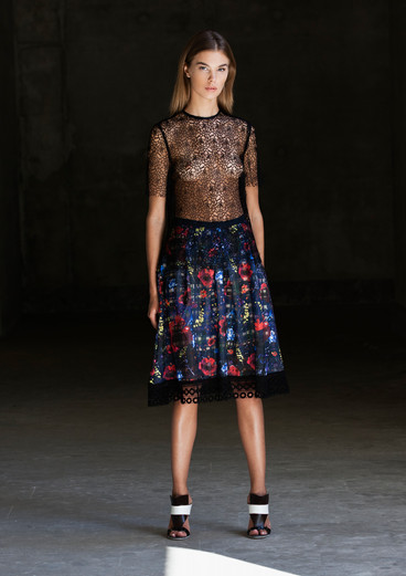 ROSE NET T SHIRT & FLORAL CHECK LACE SKIRT