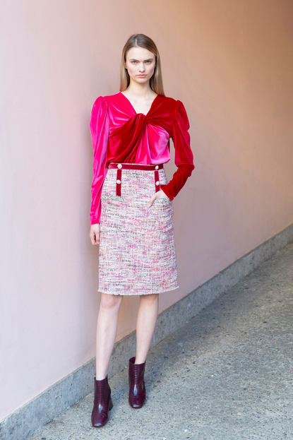 VELVET JERESEY KNOT TOP  / MALPICA TWEED SKIRT