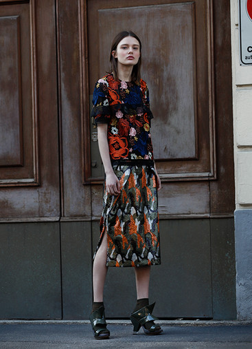 FLORAL EMBROIDERY TOP & CAMO SEQUIN SKIRT