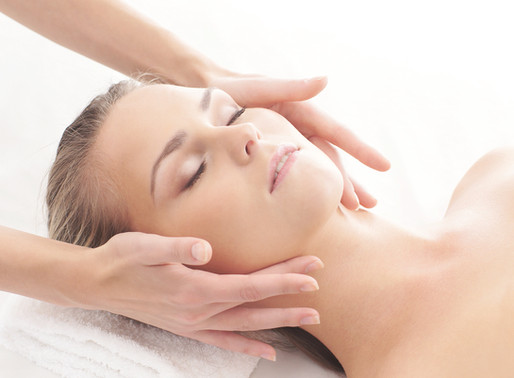 Top 5 Reasons Why You Need a Facial at Glosshouz!