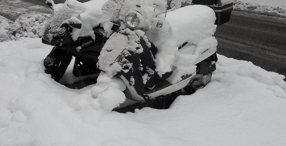 Scooter_and_motorbike_under_the_snow_in_