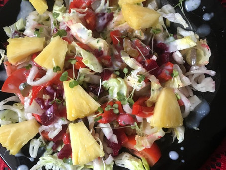 Sweet & Spicy Salad With Garlic & Herb Dressing