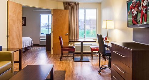 BOSTON LOGAN suite room.png