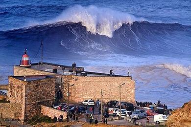 Nazareth extreme surf, Portugal