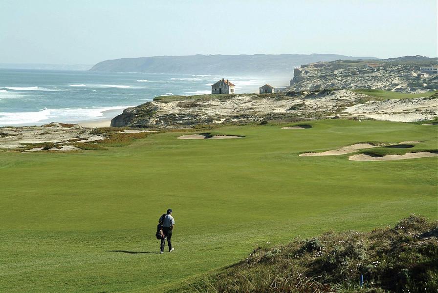 Praia d'el Rey golf course, near the holiday villa Casa do Lago