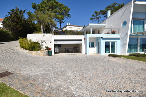 Ground floor parking places at Casa do Lago Holiday Villa