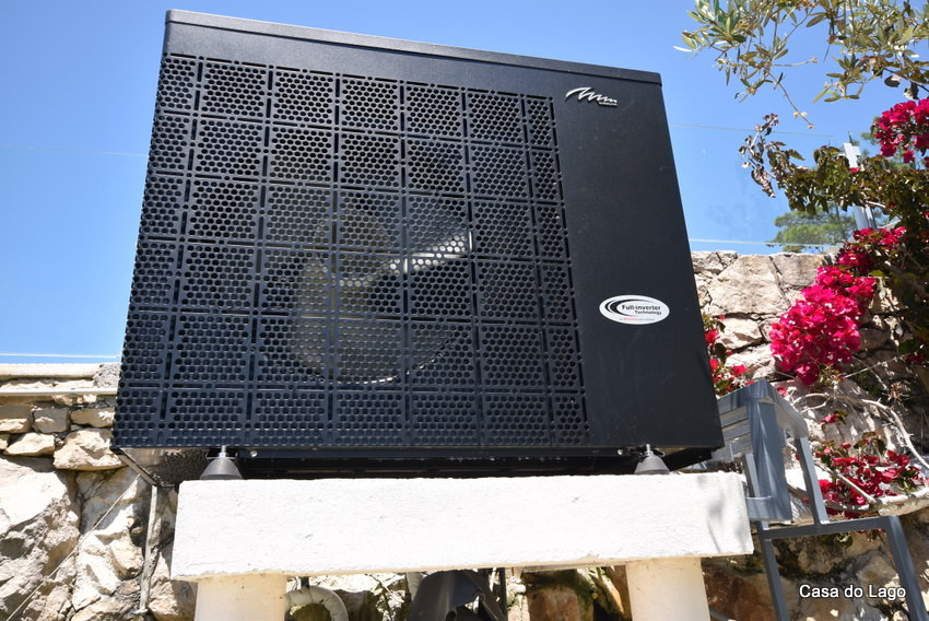 New pool heat pump in Casa do Lago