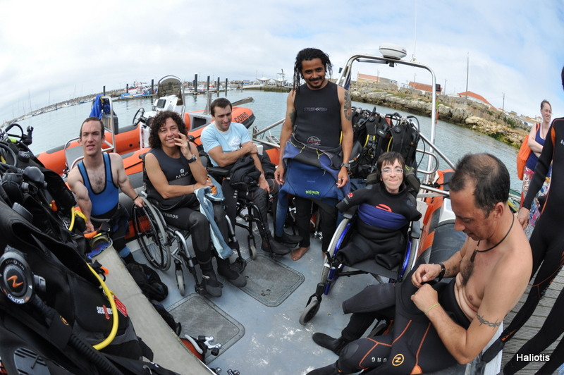 Scuba diving for wheelchair users, near the villa Casa do Lago