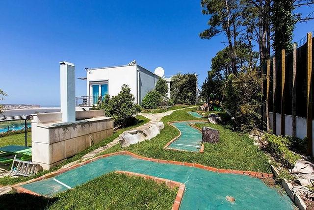 family villa holidays: crazy golf
