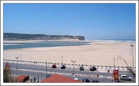 Foz do Arelho family friendly beach