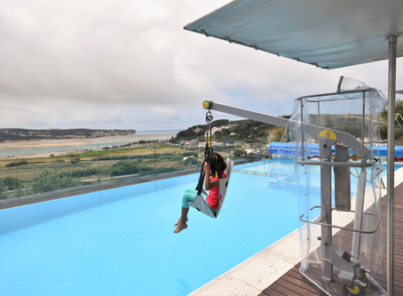 The pool hoist provides disabled accessibility in the villa Casa do Lago!