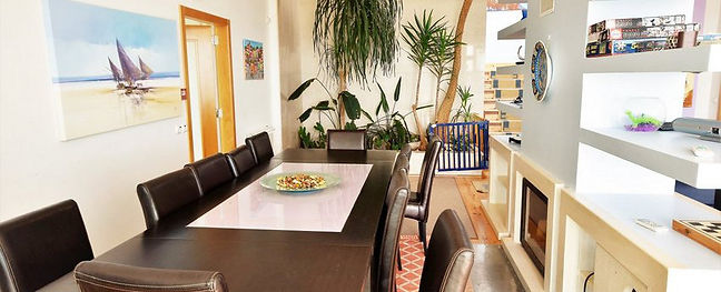 Dining area: villa holidays for family in Portugal