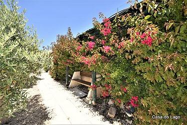 accessible paths all along the villa gardens, barbecue and pool at casa do lago holiday villa